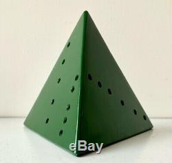 LUCIO FONTANA Pyramide green Metal peint Signé Numéroté 1967