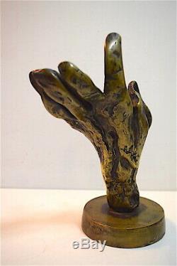 Sculpture Main Bronze numéroté 7 Signature à identifier Style Dali 20th